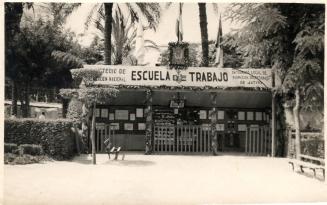 19530815 La Escuela en la feria de agosto 1