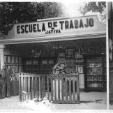 19540815 La Escuela en la feria de agosto 1